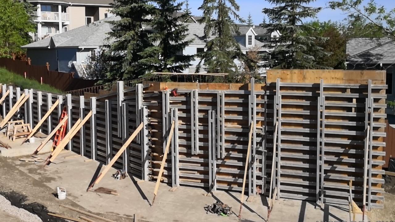 Retaining wall formwork